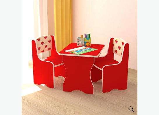 Детский набор стол-стул красного цвета.