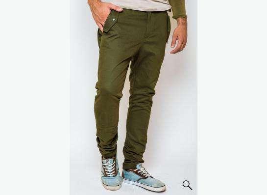 Модные мужские брюки.