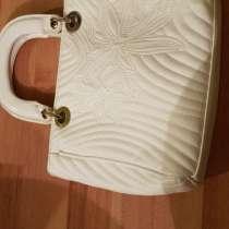 Белая кожаная сумка, в Екатеринбурге