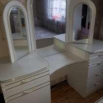 Комод с трехстворчатым зеркалом, в Когалыме