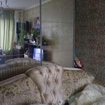 Продаётся шкаф-купе с зеркальными дверцами, в Санкт-Петербурге