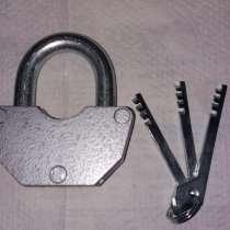 Продаю навесной замок с 3 ключами, в Санкт-Петербурге