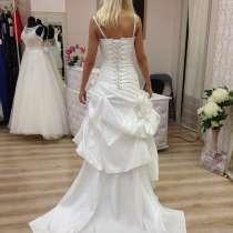 Свадебное необычное платье с пионами, 42-44.13000 руб, в Краснодаре