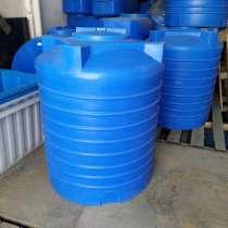 Пластиковая емкость объемом 1000 литра. Вертикальная, в Омске