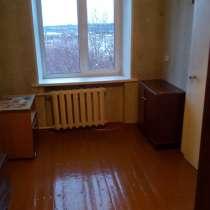 Продам двухкомнатную квартиру в удобном месте посёлка, в Мурмаше