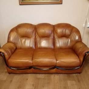 Продам кожаный диван и два кресла, в Междуреченске