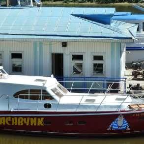 Моторная яхта-катер, в Нижнем Новгороде