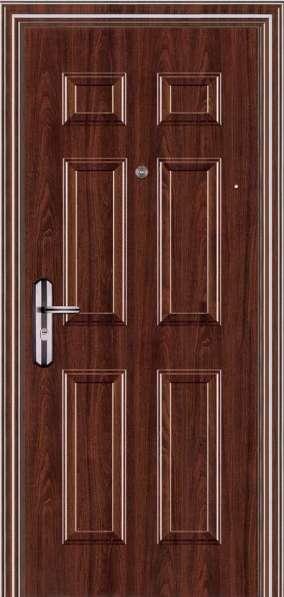 Устанавливаем входные двери