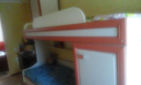 Продам детскую 2-ярусную кровать с 2-мя встроенными шкафами в фото 4