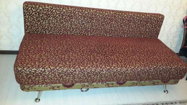 Раскладной двуспальный диван в хорошем состоянии