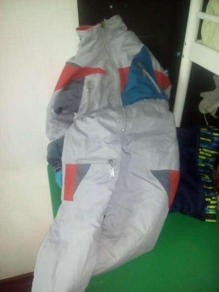 3 куртки и комбинезон