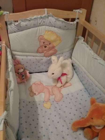 Детская кроватка с приданым, (комплект белья с бортами)
