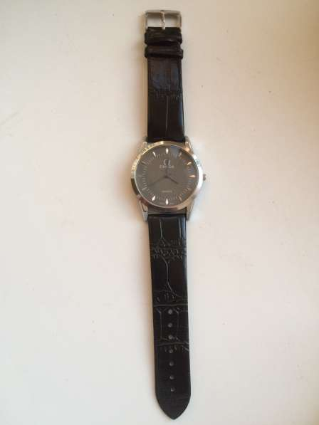 Часы Омега quartz swiss новые