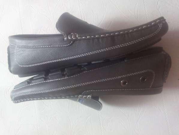 Туфли 41 размер. малинький брак на фото