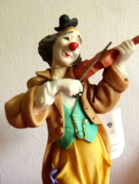 Capodimonte style. Редкий клоун-скрипач.32см