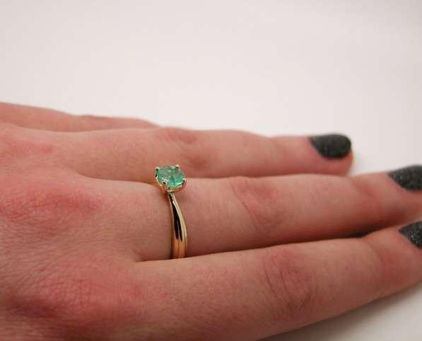 Золотое кольцо с круглым Изумрудом в Москве фото 6