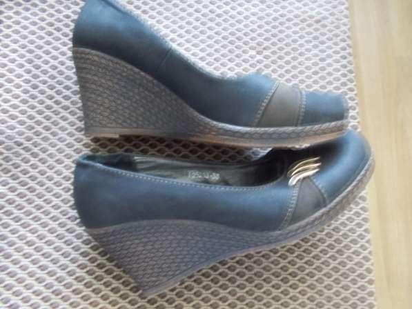 Продаю красивые новые туфли размер 38, высота платформы 7,5с