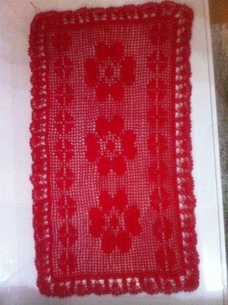 Салфетка красная ажурная