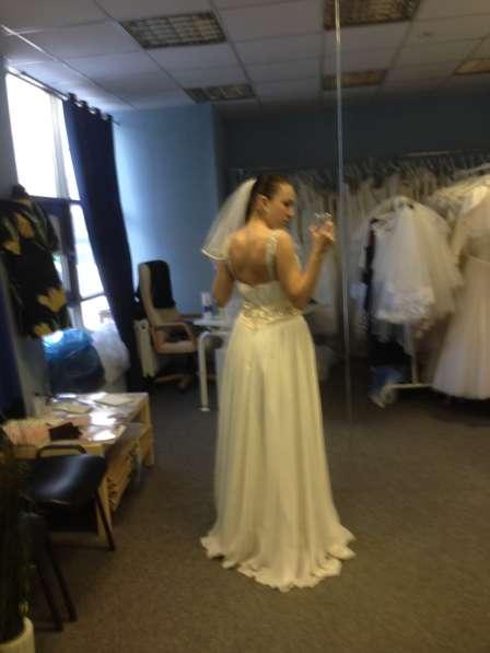 Шифоновое легкое свадебное платье в стиле ампир