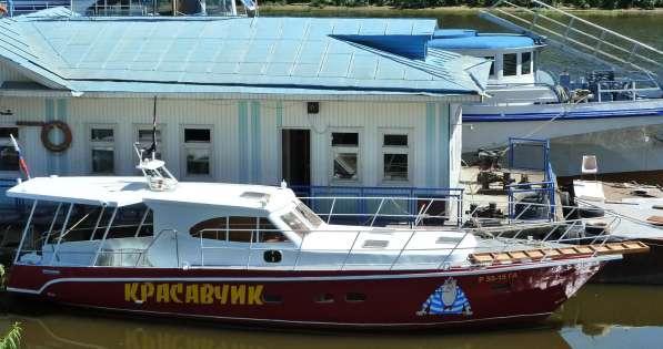 Моторная яхта-катер