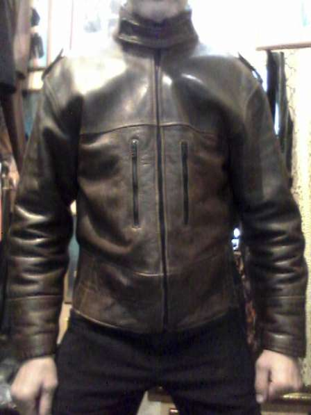 Продаю куртку кожаную мужскую, короткую, темно-коричневую