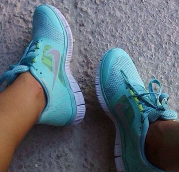 Продам кроссовки Nike новые 37 р-р