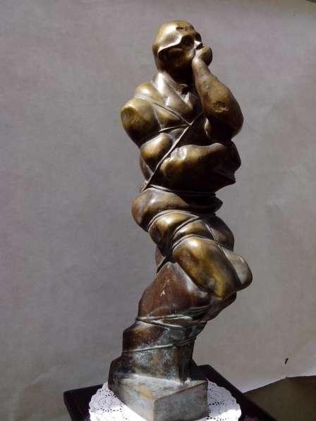 Уникальная антикварная скульптура мыслитель связанный
