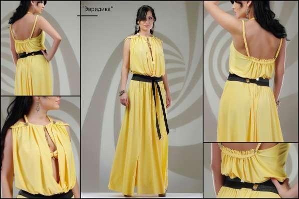 Длинное платье в желтом цвете