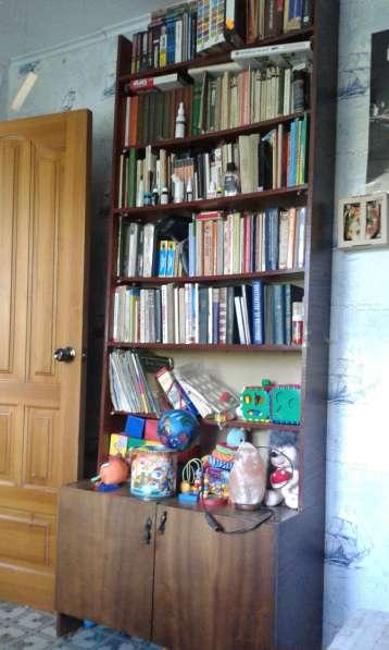 Продам шкаф для книг. Б/у