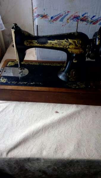 2 рабочие швейные машинки