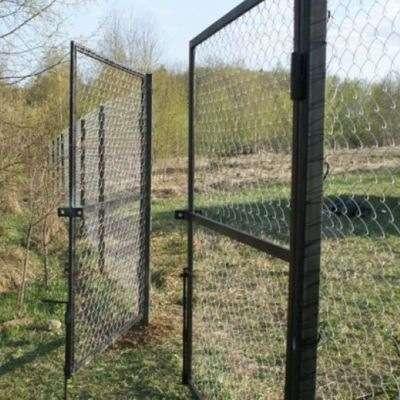 Ворота с сеткой или прутьями