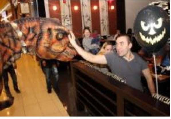 Роботизированный костюм динозавра с множеством функций в Омске фото 5