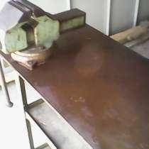 Тиски слесарные с верстаком (стол) металлический, в г.Баку