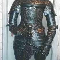 Скульптура средневекового рыцаря, в Краснодаре