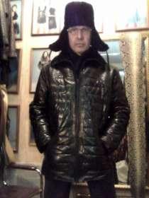 Продаю кожаный пуховик мужской, эксклюзивная дизайн-вещь, в Барнауле
