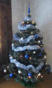 Продам новогоднюю ёлку с игрушками и мишурой, в г.Лида