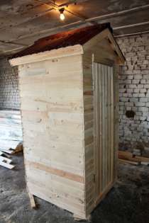 Дачный туалет 1х1 м. в 2-скатной крыше в ондулине, в Санкт-Петербурге