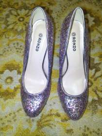 Дёшево продам блестящие туфли на шпильке. Состояние отличное, в г.Кривой Рог