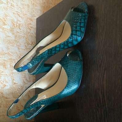 Туфли темно-зелёного цвета