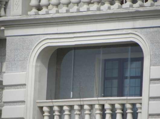 Безрамное остекление балконов, террас, беседок в Омске Фото 2