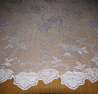 Кружевной тюль с лиственной гирляндой