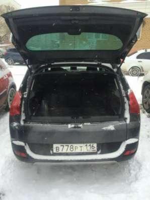 автомобиль Peugeot 3008