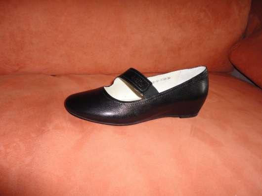 Продаю новые кожаные черные туфли р. 38,5-39