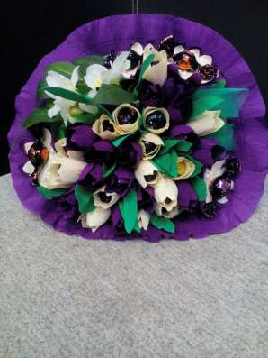 Букеты из цветов, игрушек и конфет