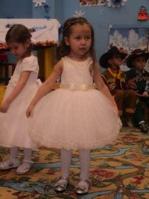 Платье нарядное для девочки 3-4 года