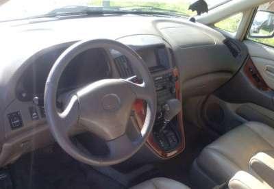 подержанный автомобиль Lexus RX 300