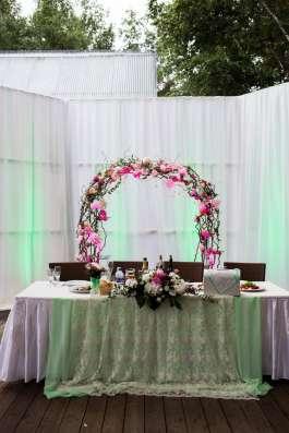 Свадебная арка из живых цветов (конструкция в прокат)