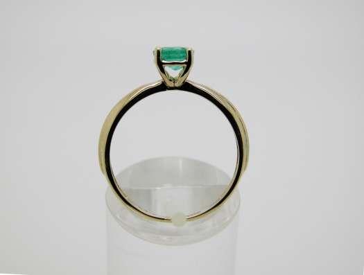 Золотое кольцо с круглым Изумрудом