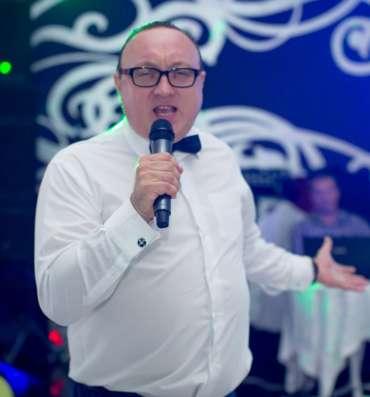 Ведущий на праздник Сергей Швец