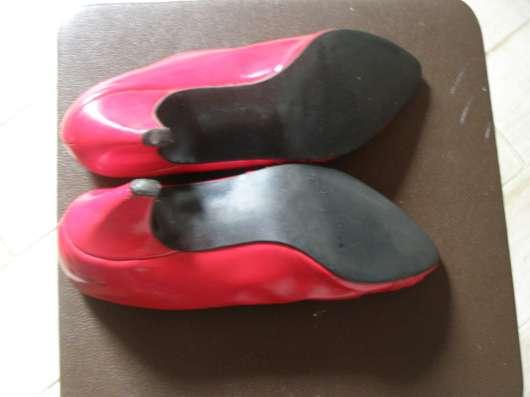 Красные туфельки (отдам к покупке)